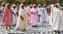Bessanganas, mulheres oriundas da ilha com traje típico
